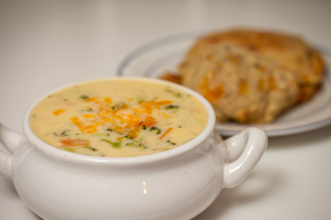 Broccoli-Soup-with-muffins