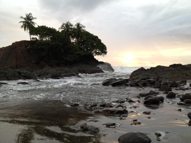 Sunset-and-Beach-Waves-at-Uvita