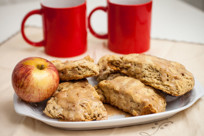 Apple-Scones-with-Glaze-and-drinks