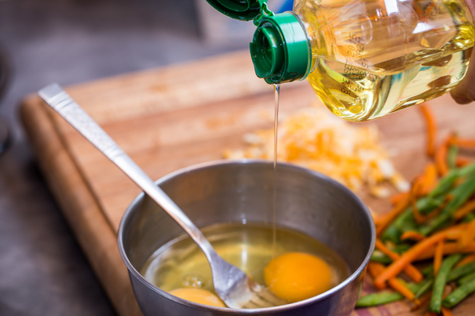 Crunchy Omelette - Add Oil