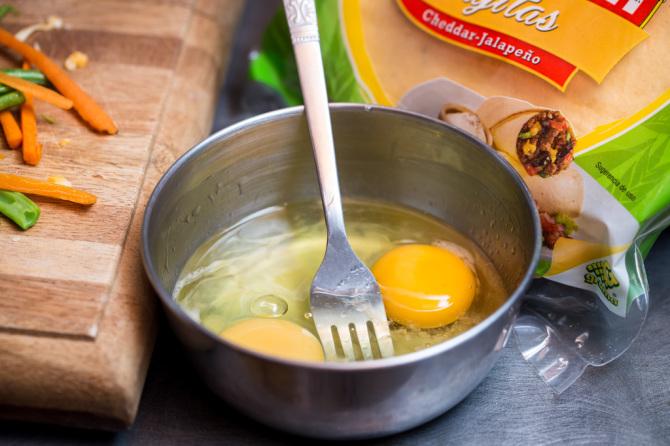 Crunchy Omelette - Whip Eggs