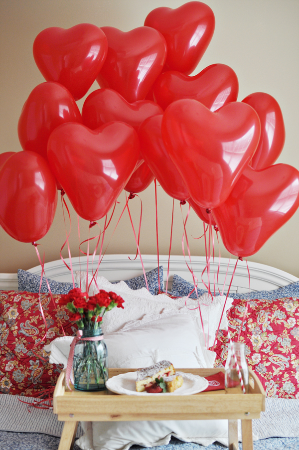 breakfast with balloons